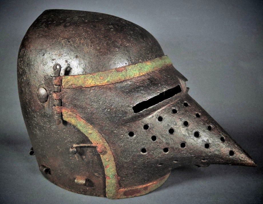 Casque bassinet or Hounskull Pig Face, after 1350. Chateau de belcastel..jpg